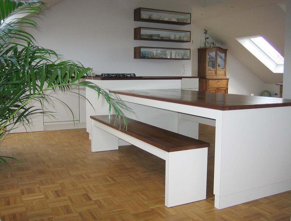 Das ist die erste Küche die ich entworfen und gebaut habe - da schien die Sonne auch schon - danke Hannes