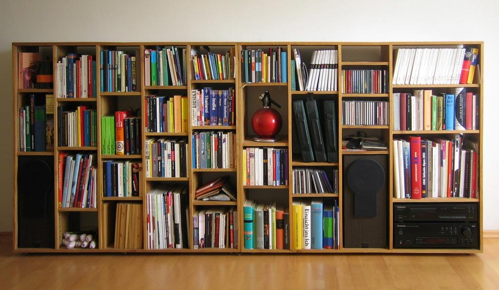 wenig Möbel für so viele Bücher wie es geht - Rottenhuber Eiche